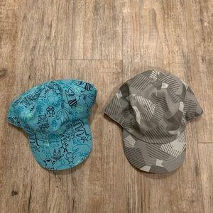 Set of 2 baseball style caps with elastic backing